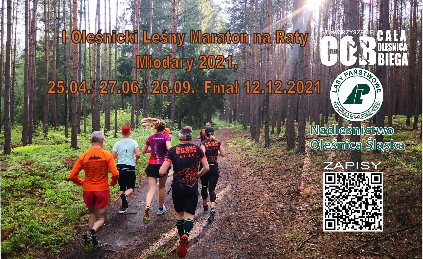 biegnący ludzie w lesie