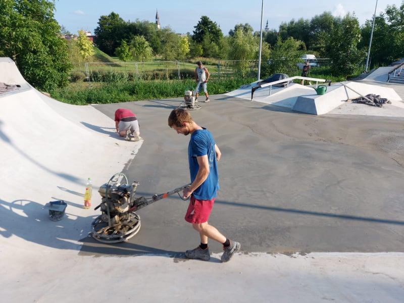 prace na skateparku
