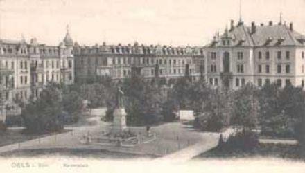 Park z pomnikiem cesarza Fryderyka III i nowe budowle