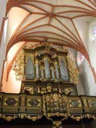 Prospekt organowy z chórem muzycznym