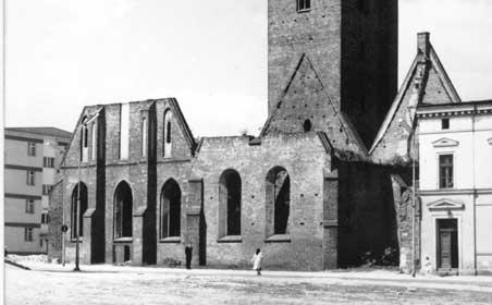 Stan obu kościołów przed 1965 r.